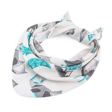 Bamboo triangle scarf Wolves