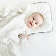 Pompom bamboo baby pillow Heavenly feathers
