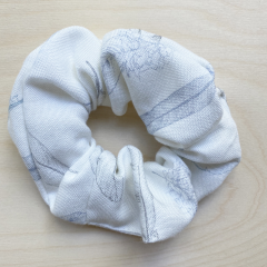 Bamboo scrunchie Heavenly feathers
