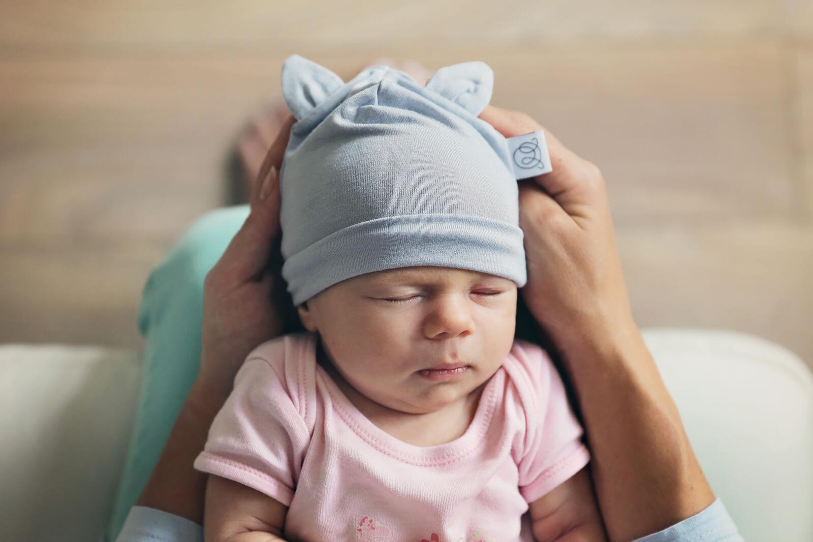 Jak wybrać czapkę dla niemowlaka?