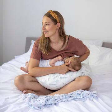 Mamo! Co robisz w trakcie karmienia? Co czytasz, co oglądasz, a może po prostu wpatrujesz się w swojego malucha? Napisz się w komentarzu! 💪🏻 #maylily #poduszkadokarmienia #madeinpoland #bamboo #poduszkabambusowa #niebiańskiepiórka #bestquality #goldenchild #lovemom #breastfeeding #karmieniepiersią