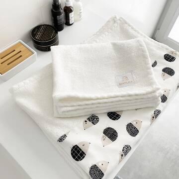 Nasze kultowe ręczniki bambusowe doczekały się nowej odsłony - dedykowanej nie tylko dzieciom! Już na dniach ich premiera! ✨ Są uszyte w specjalny sposób, dzięki czemu cudownie prezentują się w łazience i są bardzo funkcjonalne. To także boski prezent dla ukochanej osoby 💛Nie możemy się doczekać, aż będą w naszym sklepie!  #bambootowel #maylily #ręcznikbambusowy #autorskiewzory #bestquality #goldenchild #newcollection #domowespa