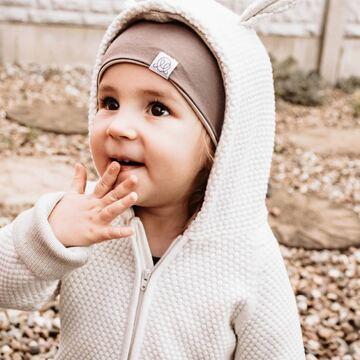 Produkt nr 1 na jesień? Dwustronna czapka bambusowa 🍂 Miękka i wygodna, dzieci ją uwielbiają, a my się ogromnie cieszymy, że dzięki niej spacery jesienną porą są jeszcze piękniejsze 💛   #jesień #maylily #bamboocap #beanie #czapkabambusowa #najwyższajakość #madeinpoland #goldenchild