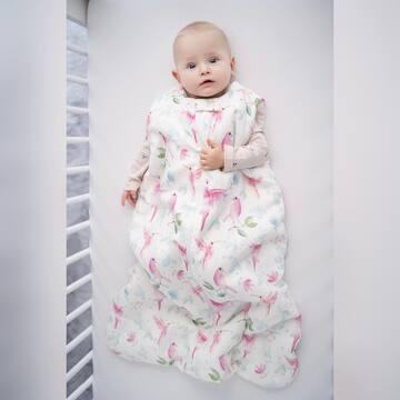 Śpiworek to najbezpieczniejsza forma okrycia do snu. A wiecie, że on też musi spełnić ścisłe normy? Na przykład w kwestii wielkości otworu pod szyją. Nie może być on zbyt ciasny, ale także nie może być zbyt szeroki. Wybierajcie śpiworki zgodnie z oznaczeniem ich grubości i dobierajcie ubranko do temperatury w Waszej sypialni.  #maylily #śpiworek #łóżeczko #madeinpoland #bambus #familymoments #śpiworekbambusowy #sleepingbag