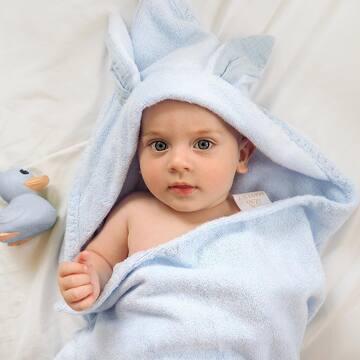 20% zniżki na ręczniki bambusowe Króliczki dla niemowlaka. Tylko do końca dnia 🐰🤍 . Ręcznik jest elementem wyprawki lub idealnym pomysłem na prezent.  . Dodatkową opcją, jaką możecie zamówić razem z Króliczkiem jest *personalizacja* - na ręczniku możemy wyhaftować imię dziecka. Dzięki temu ręcznik stanie się wyjątkową pamiątką na całe życie. . Nasz ręcznik, oprócz tego, że jest ultrasłodki, jest także: 👉 Megachłonny i mięciutki 👉 Antybakteryjny, antygrzybiczy 👉 Łatwo spierają się z niego zabrudzenia 👉 Nie łapie nieprzyjemnego zapachu 👉 Uszyty w Polsce. . Wykonany w 100% z bambusa o gramaturze aż 500g (najwyższa jakość na rynku!). . #maylily_pl recznikdladzieci #ręcznikbambusowy #mojskarb #rodzicembyć #maluszek #jestembojestes #instamamy #instadziecko #skarb #dlamaluszka #nalato #lato #lato2021 #stylowedziecko #modnedziecko #maluchy #mamabyc #dladziecka #instamateczka #wszystkodladzieci #dladzieci #blogparentingowy #parentingblogger #parentsbelike #momofinstagram #mamusia #rodzicielstwo #dzieci #instamatka